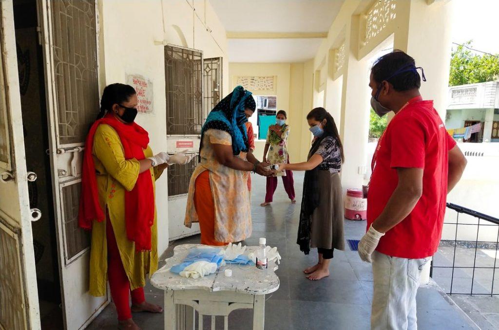 Local staff distributing dry ration kits to daily wage laborersin Gujarat.